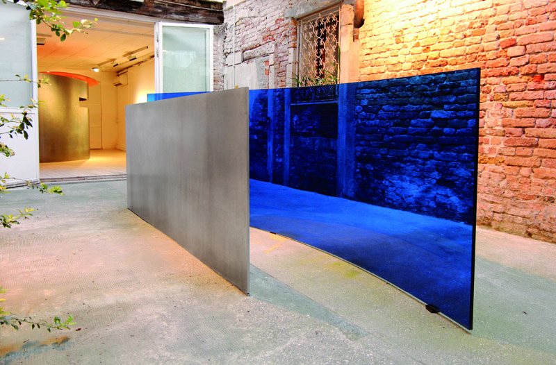56th Venice Biennale 2015. Between, 2015.Aluminium and glass, 119x318x81cm Agustí Roqué