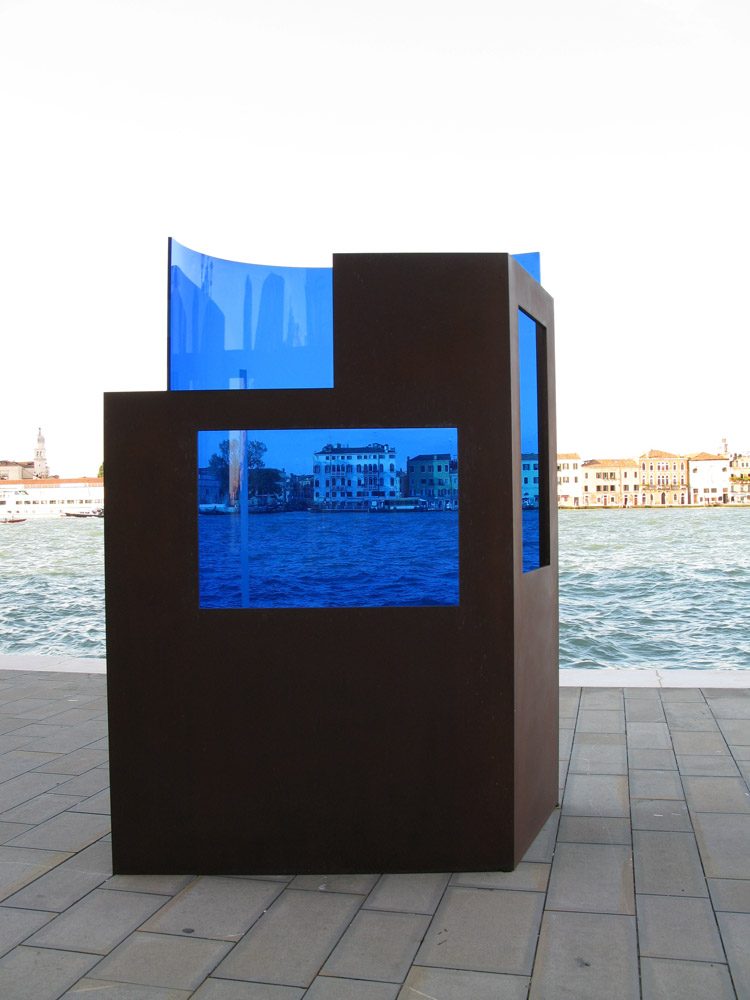 OPEN 18 Venice-Lido 2015. Blue Window, 2015. Corten steel and glass, 250x190x100cm Agustí Roqué