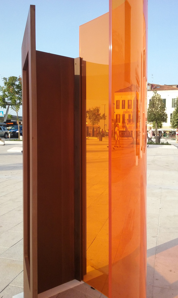OPEN 18 Venice-Lido 2015. Embracing, 2015. Corten steel and glass, 170x95x65cm Agustí Roqué